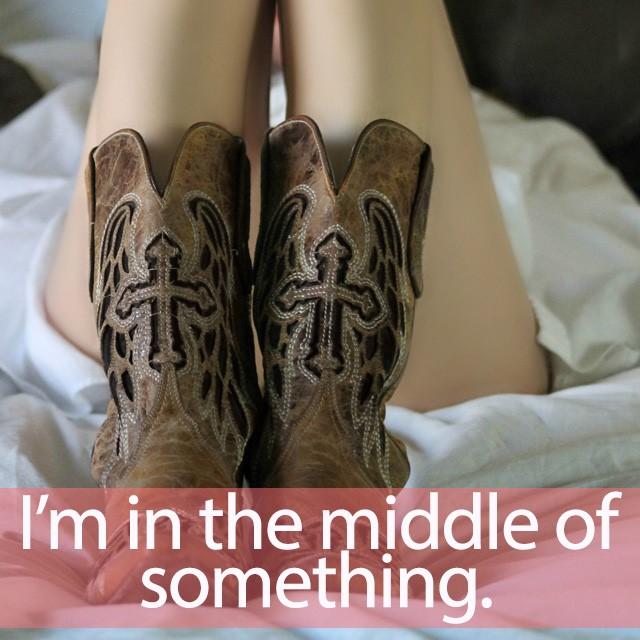 「ミドルブーツ」を知ってれば…ゼッタイ話せる英会話→ I'm in the middle of something.
